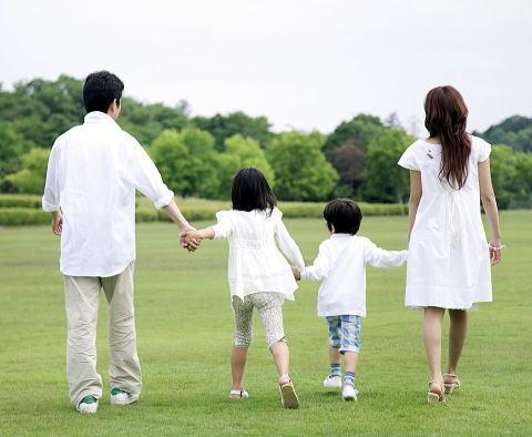 家庭内別居を解消し夫婦関係修復のためのセックスレス解消後の一家